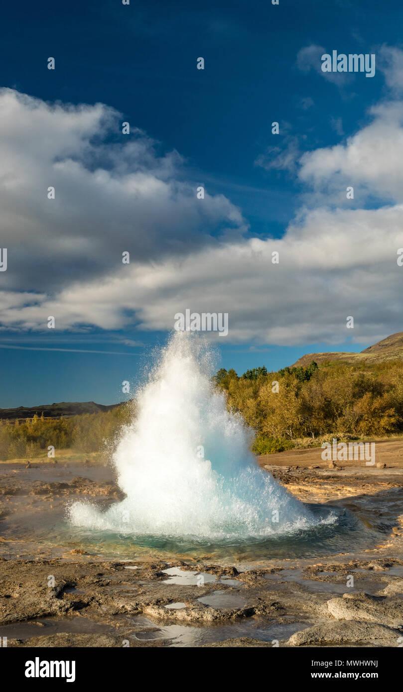 Ausbruch des Strokkur-Geysirs in Island Stockbild