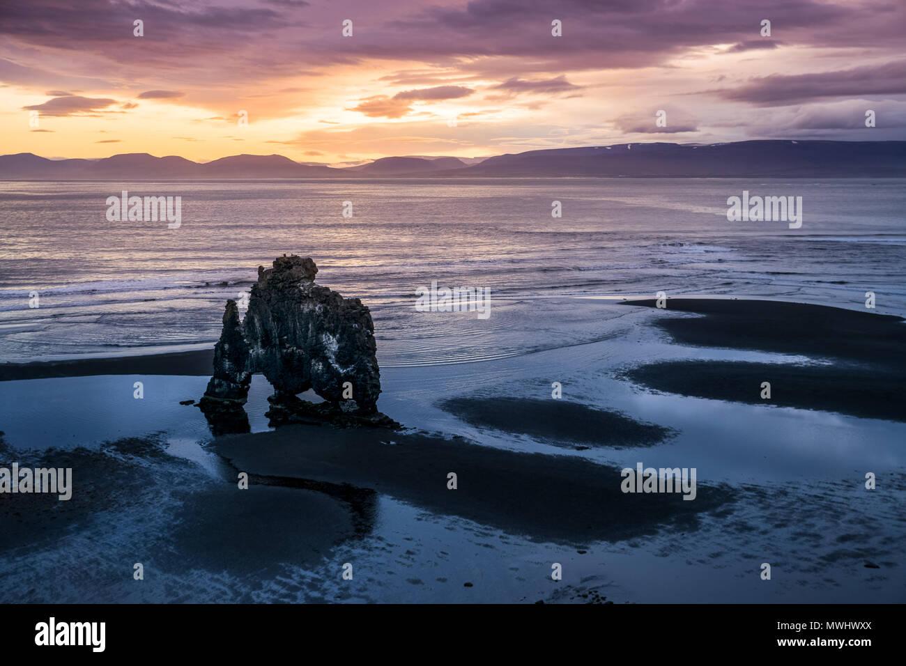 Berühmte hvítserkur Felsformation an der Küste von North Island Stockbild