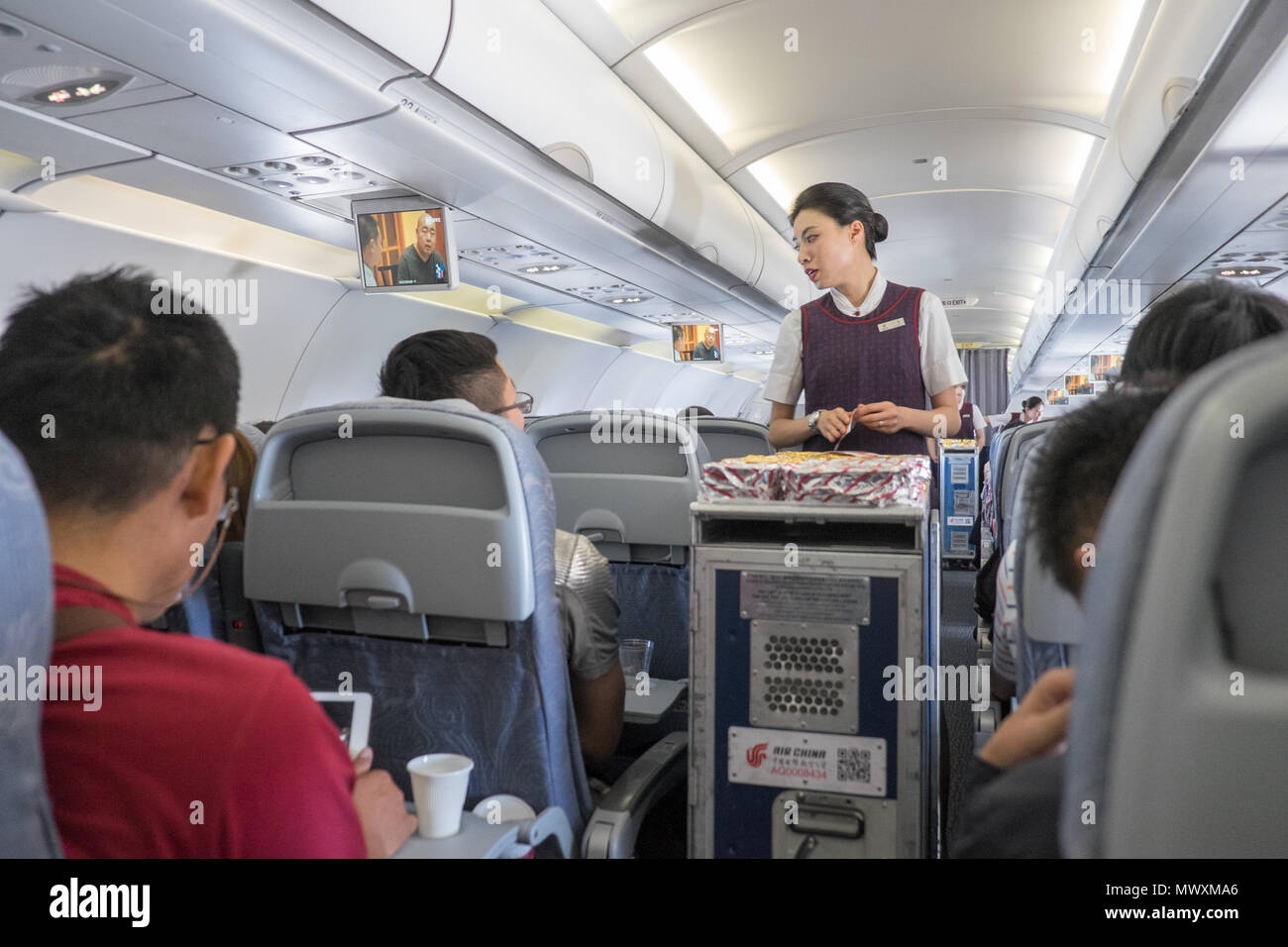 Air China, Stewardess, crew, Inside, Kabine, Servieren, Essen ...