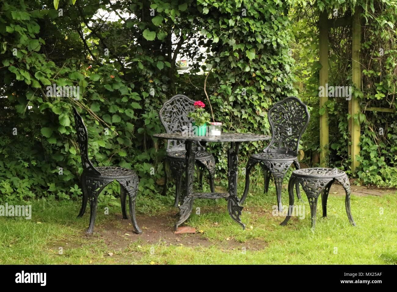 Schmiedeeisen Garten Tisch Und Stühlen Stockfoto Bild 188132855