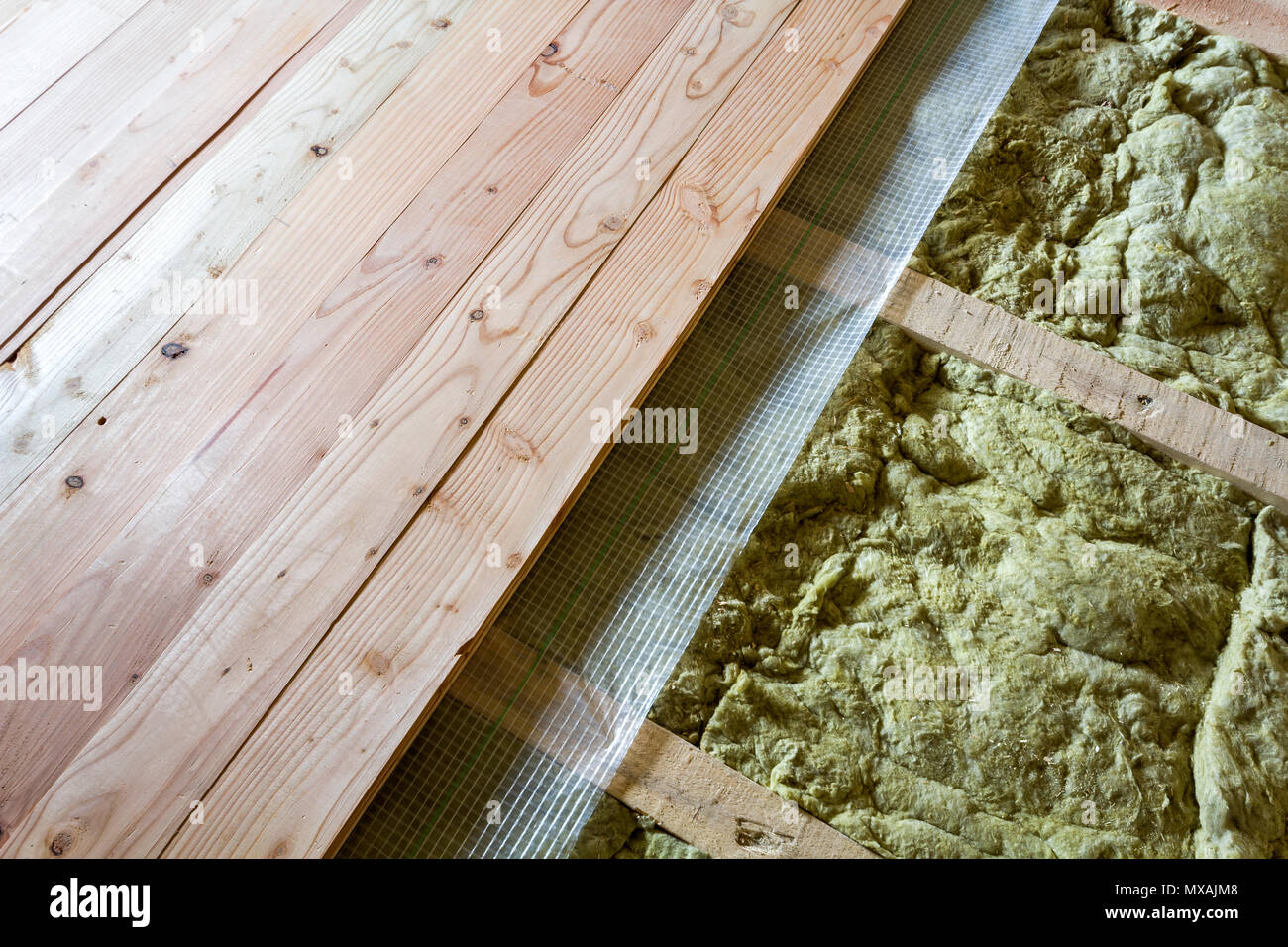 Holzfußboden Dämmung ~ Holzfußboden von unten isolieren » drei schwarze rahmen hängen eine