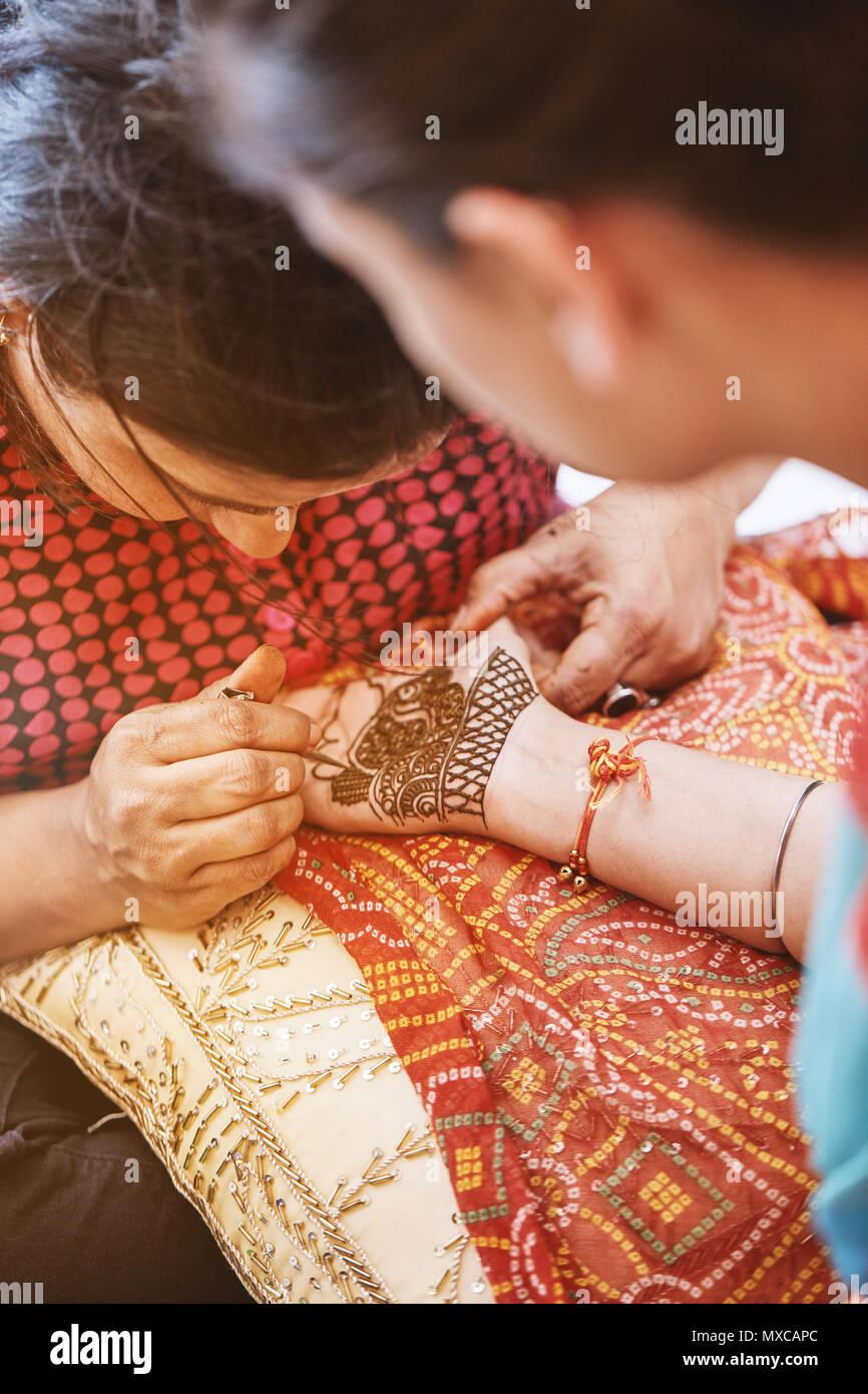 Hochzeitsgeschenk Nã¤Hen | Sikh Hochzeit Stockfotos Sikh Hochzeit Bilder Alamy