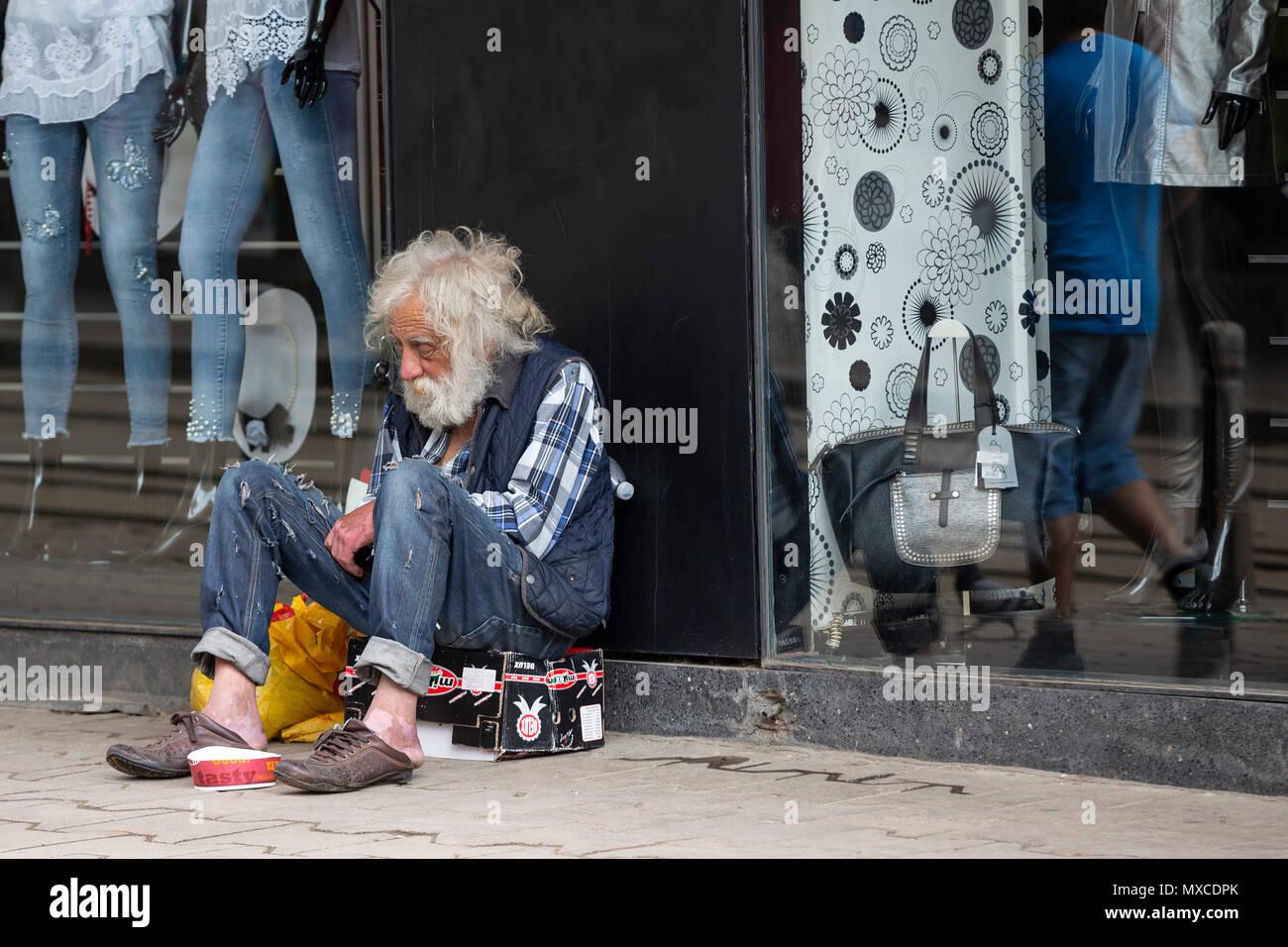 the latest 5c63d c5cab Sofia, Bulgarien - 7 Mai, 2018: Obdachlose alte Mann mit dem ...