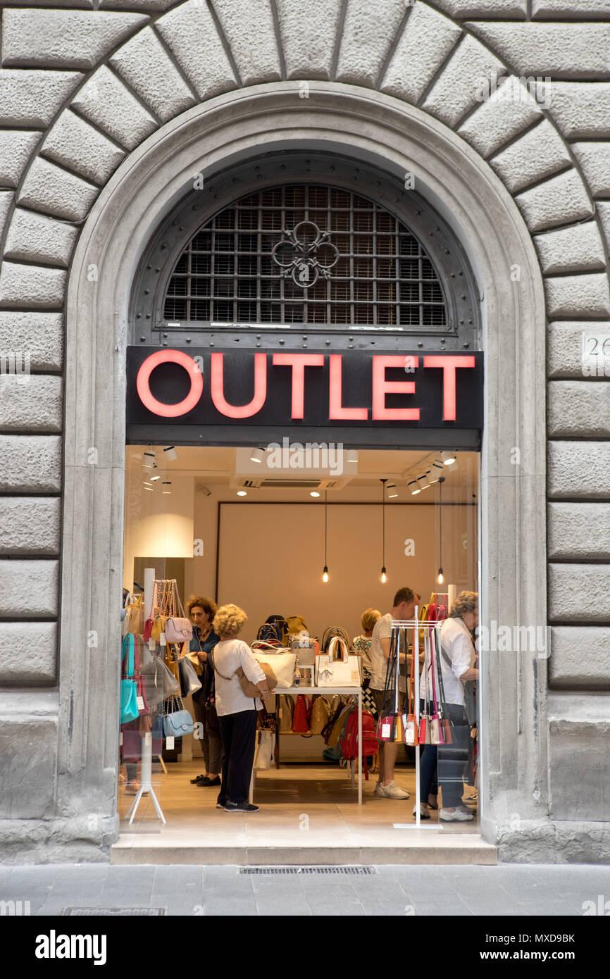 Outlet Store in Rom Italien. Small Business in touristischen Straße ...