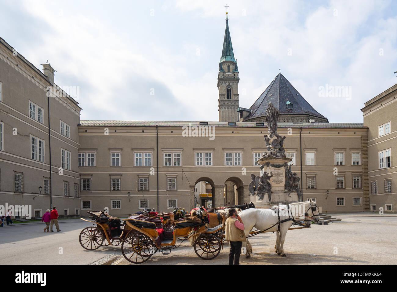 Salzburg, Österreich - Mai 4, 2018: Der Schlitten in Domplatz in Salzburg, Österreich. Stockbild