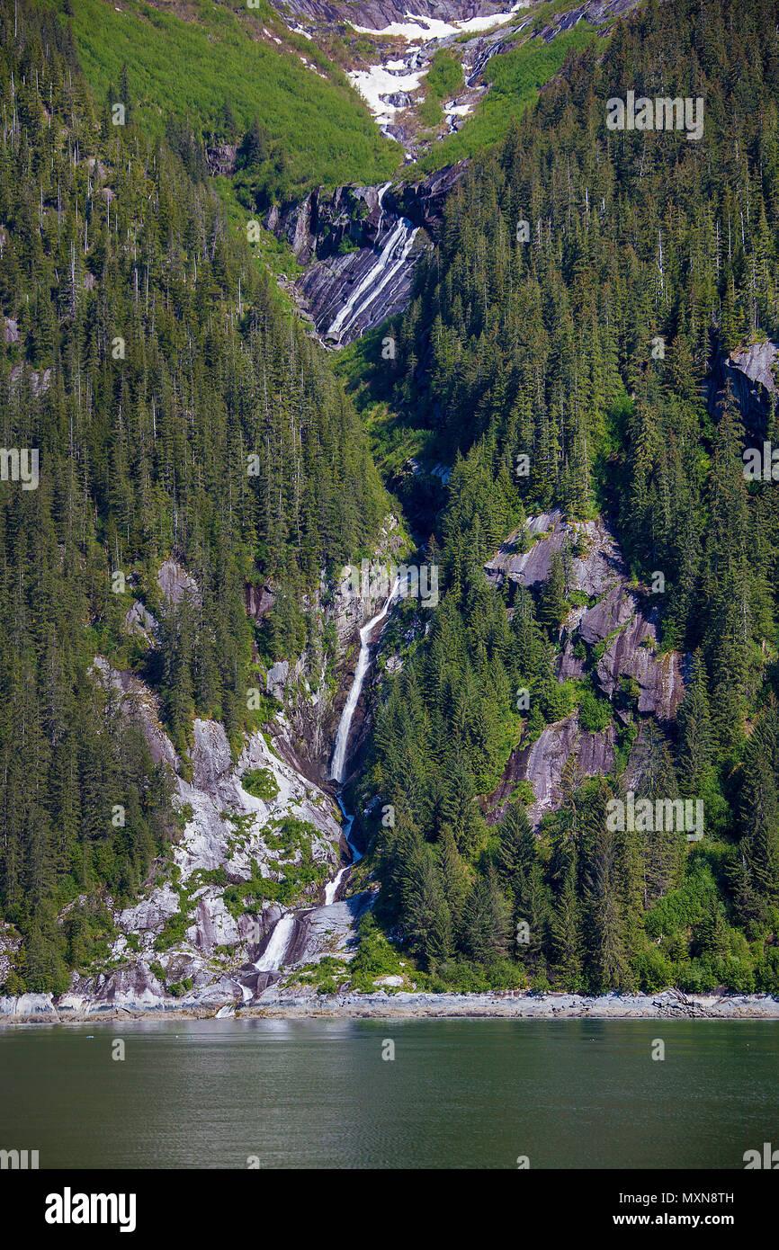 Hohenwestedt bin Tracy Arm Fjord, Alaska, Nordpazifik, USA   Wasserfall bei Tracy Arm Fjord, in Alaska, North Pacific, USA Stockbild