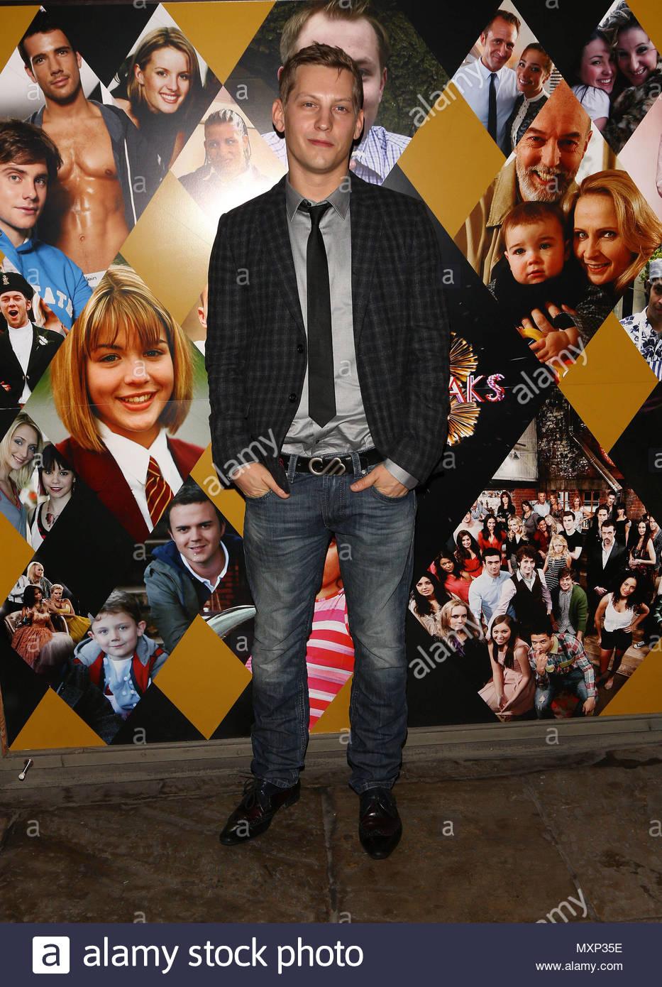 James Atherton. Die Stars von \'Hollyoaks\' aus dem 18. Geburtstag die ...