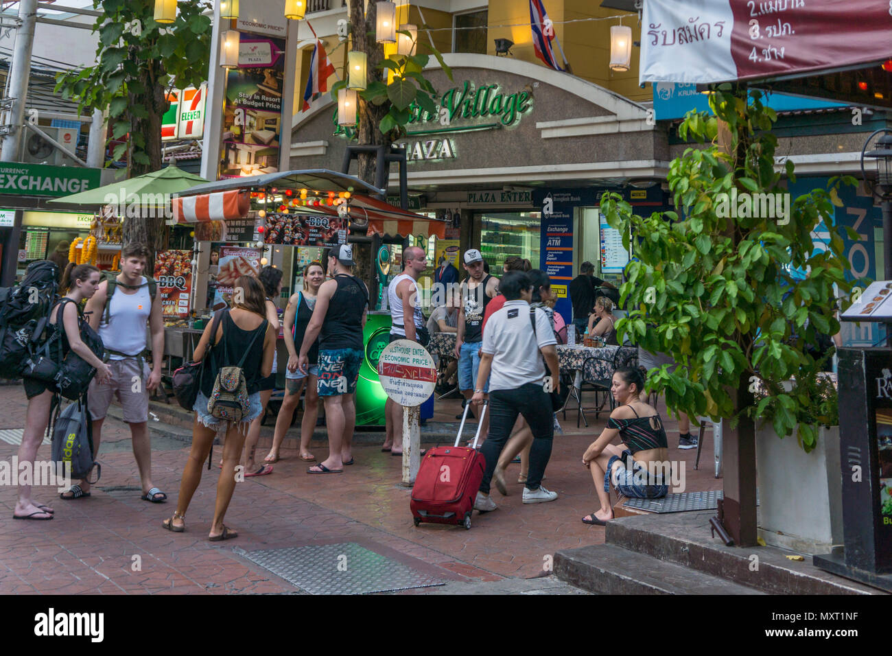 Backpacker, der Khao San Road, Soi Rambuttri, Bangkok, Thailand, Stockbild