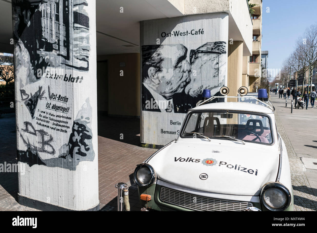 Trabi, Ost West Cafe, Prenzlauer Berg, Berlin Stockbild