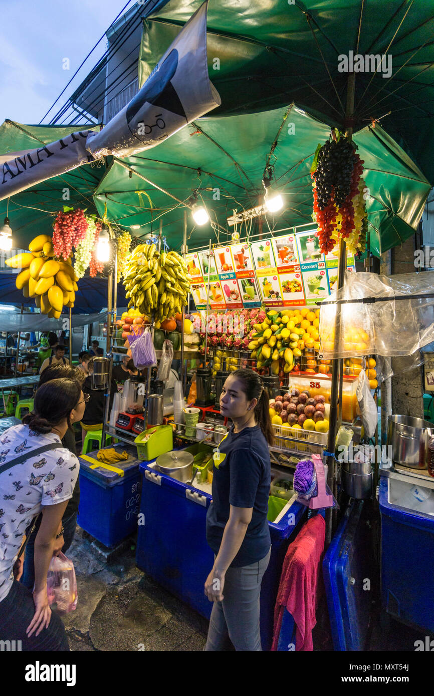 Night Market, Obststand, Khaosan Road, Bangkok, Thailand, Stockbild