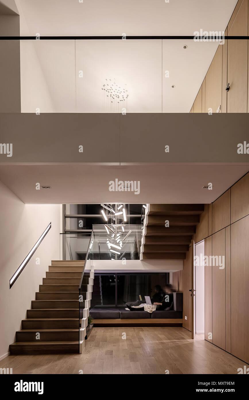 Kuhlen Modernen Einrichtung Mit Hellen Wanden Und Eine Treppe Mit