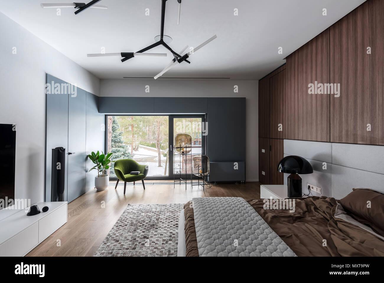 Stilvolle Zimmer Mit Weissen Wanden Und Einem Parkettboden