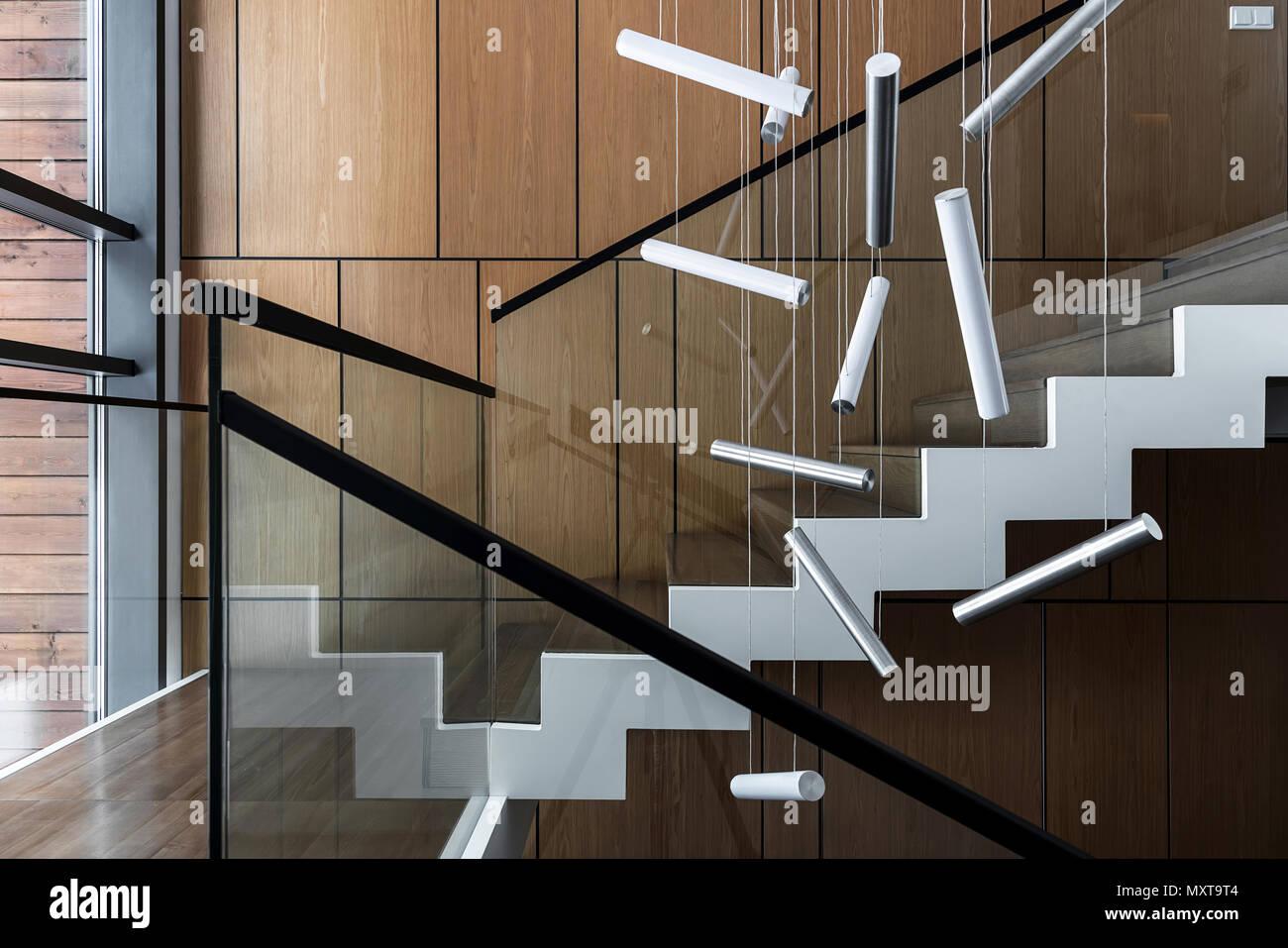 Einrichtung In Einem Modernen Stil Mit Holzwanden Und Eine Treppe