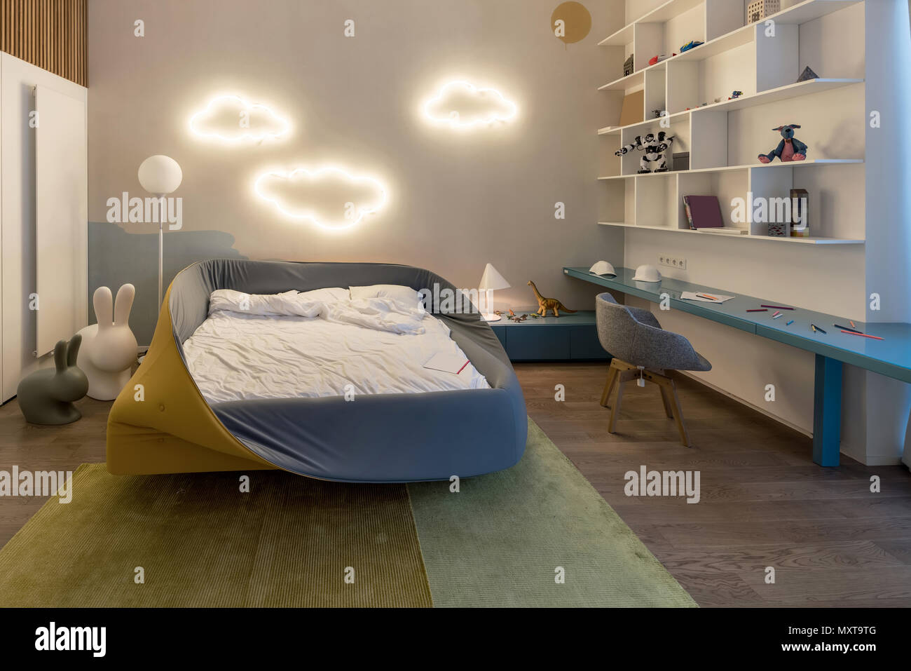 Das Moderne Kinderzimmer Mit Leuchtenden Fancy Cloud Leuchten Auf