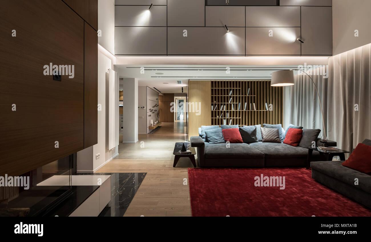 Helle Moderne Halle Mit Hellen Wänden Und Einem Parkettboden Mit