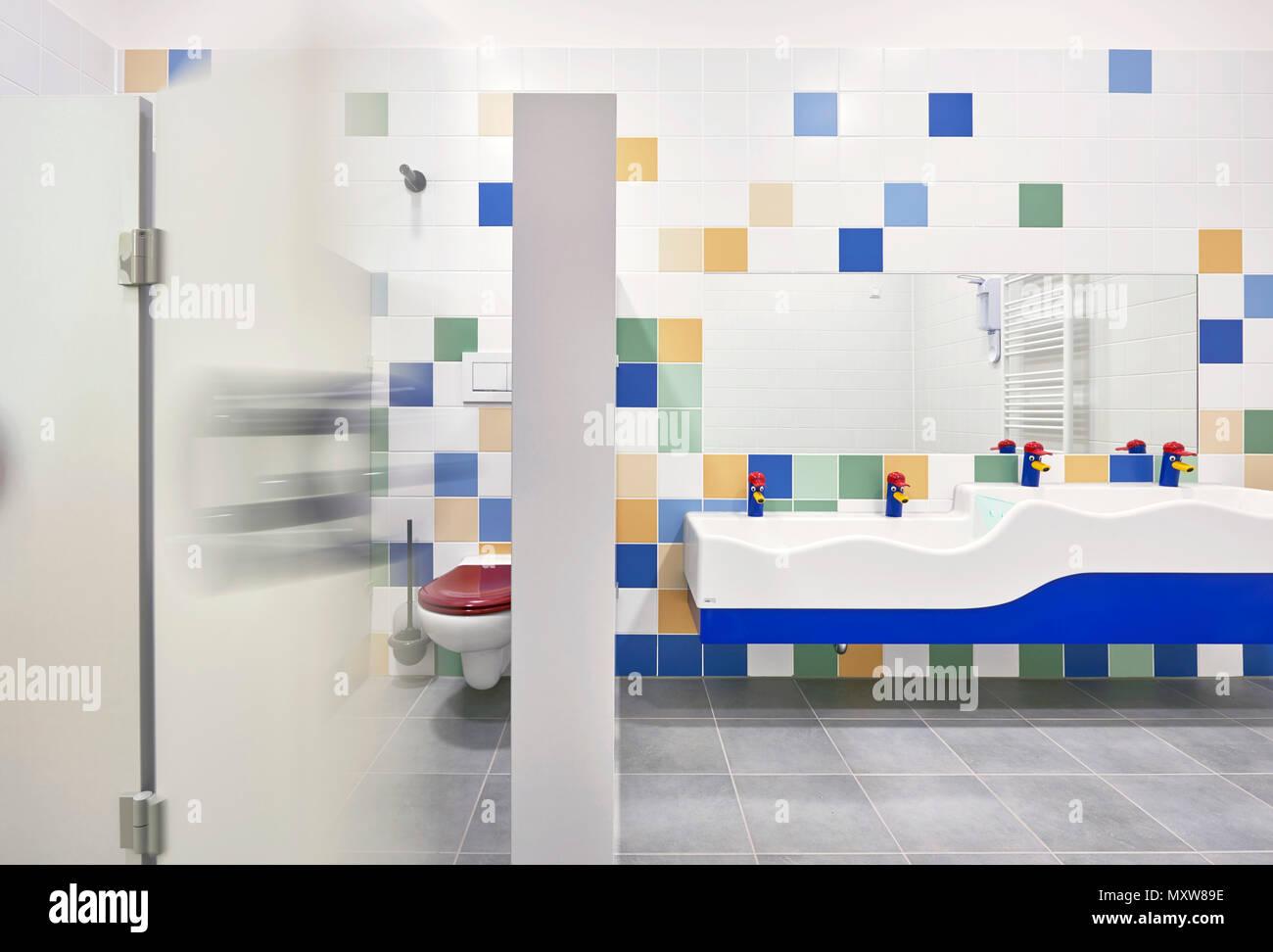 Badezimmer Kindergarten Stockfotografie - Alamy