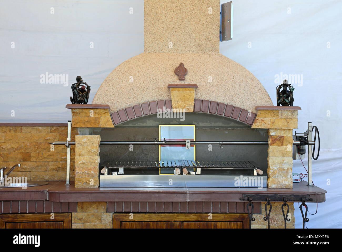 italienische mauerwerk stein grill mit automatisierten rotisserie