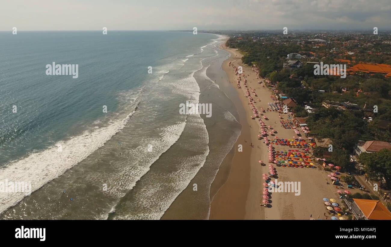 Luftaufnahme Von Schonen Strand Hotels Und Touristen Bali Kuta