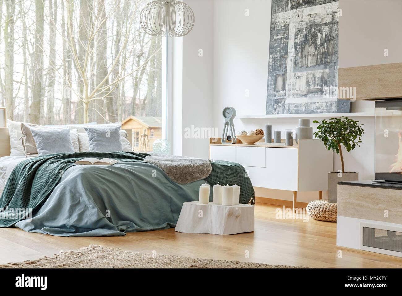 King Size Bett Mit Einer Gemütlichen Betten Große Fenster Regale