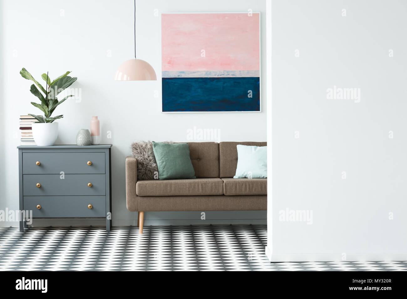 Echten Foto Von Einer Kommode Werk Braun Sofa Und Malerei In Ein