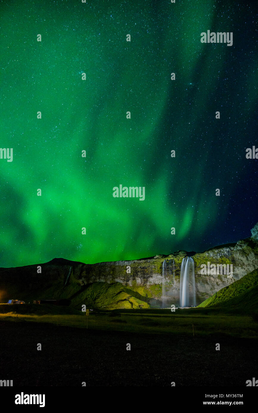 Aurora Borealis, Seljalandsfoss, Island Stockbild