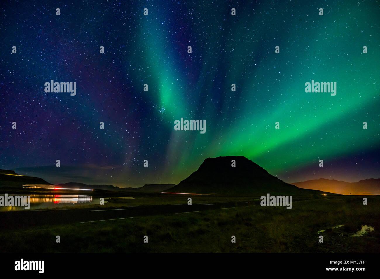 Aurora Borealis, Mt. Kirkjufell, Grundarfjordur, Island Stockbild