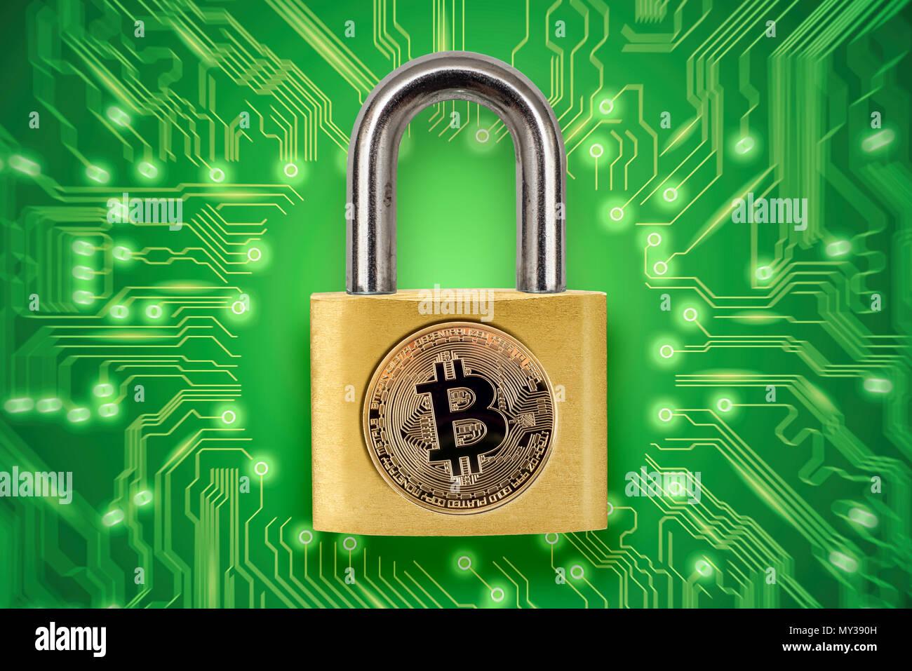 Gebrochene Vorhängeschloss mit bitcoin Logo. Konzeptionelle Bild darstellen, crypto Währung Hacking und Diebstahl. Stockbild