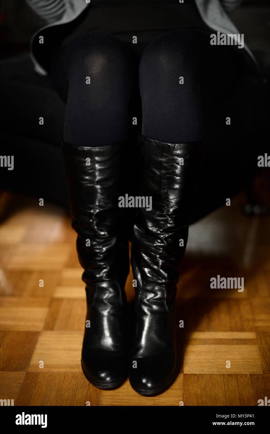attraktiver Preis gut aussehend guter Verkauf Frau Beine strumpfhosen Minirock und Stiefel Konzept ...