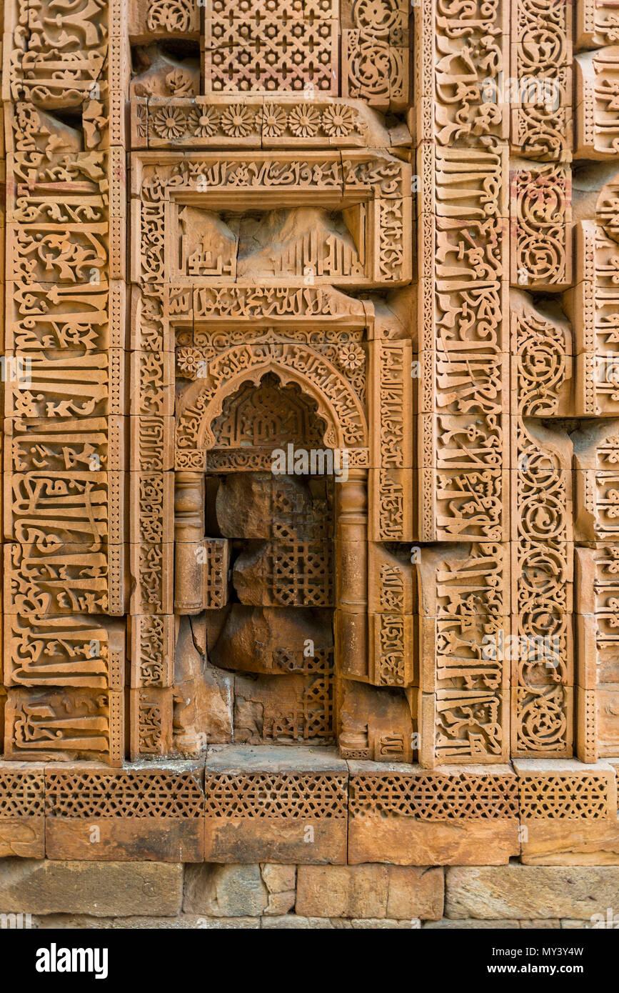 Inschriften am Qutb Minar, Delhi Stockbild