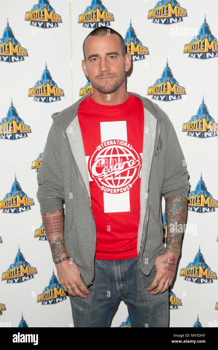 Wer ist cm Punk wirklich datieren Dummheit Bundesgefängnis datiert