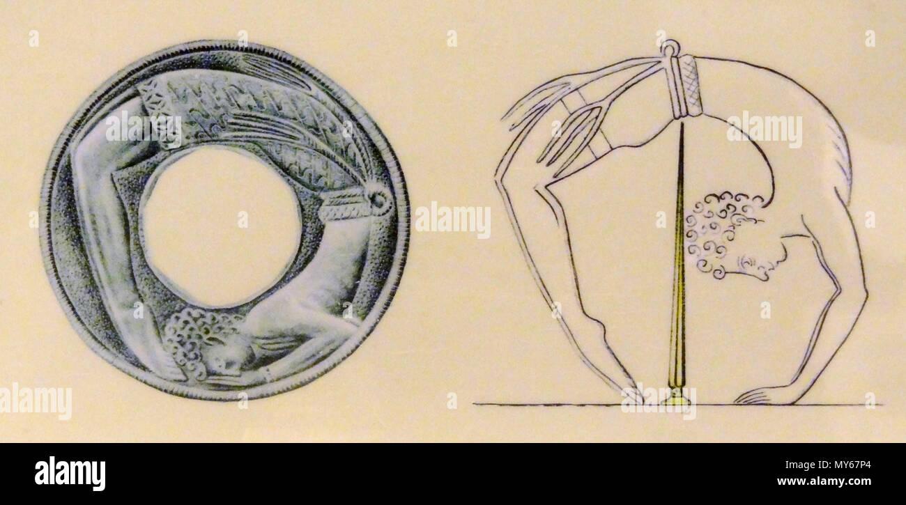 . English: Abzeichnung eines Goldreliefs von einems Schwertgriff mit der Gehämmerten Darstellung eines Akrobaten (Altpalastzeit, 1800-1700 v. Chr.) aus Malia, ausgestellt im Archäologischen Museum Heraklion, Kreta, Griechenland. 14. September 2012. Unbekannt 479 Schwertgriff Malia, 02. Stockbild