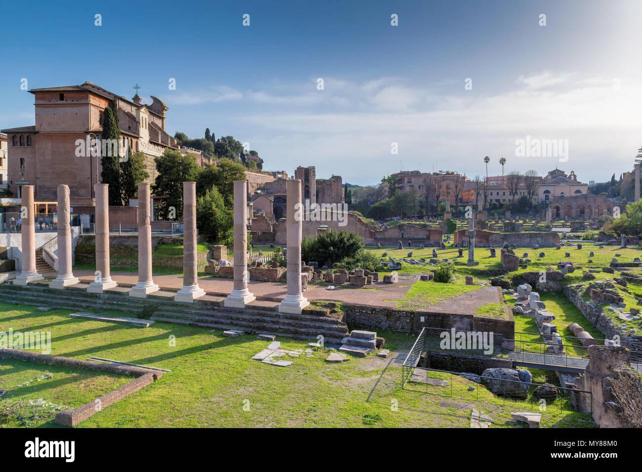 Forum Romanum bei Sonnenuntergang in Rom, Italien Stockbild
