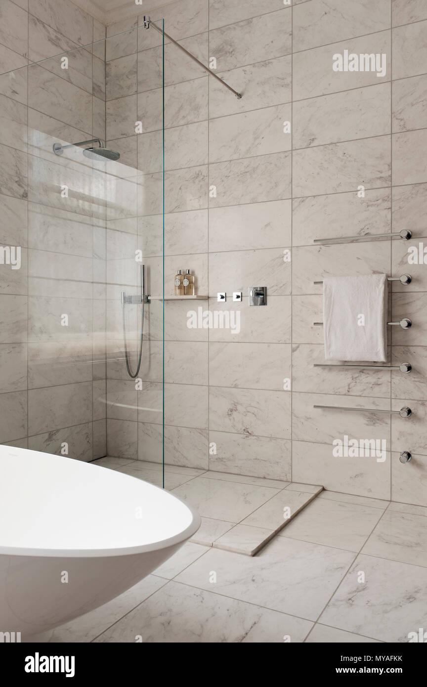 Marmor Fliesen Im Modernen Badezimmer Stockfoto Bild 188931223 Alamy