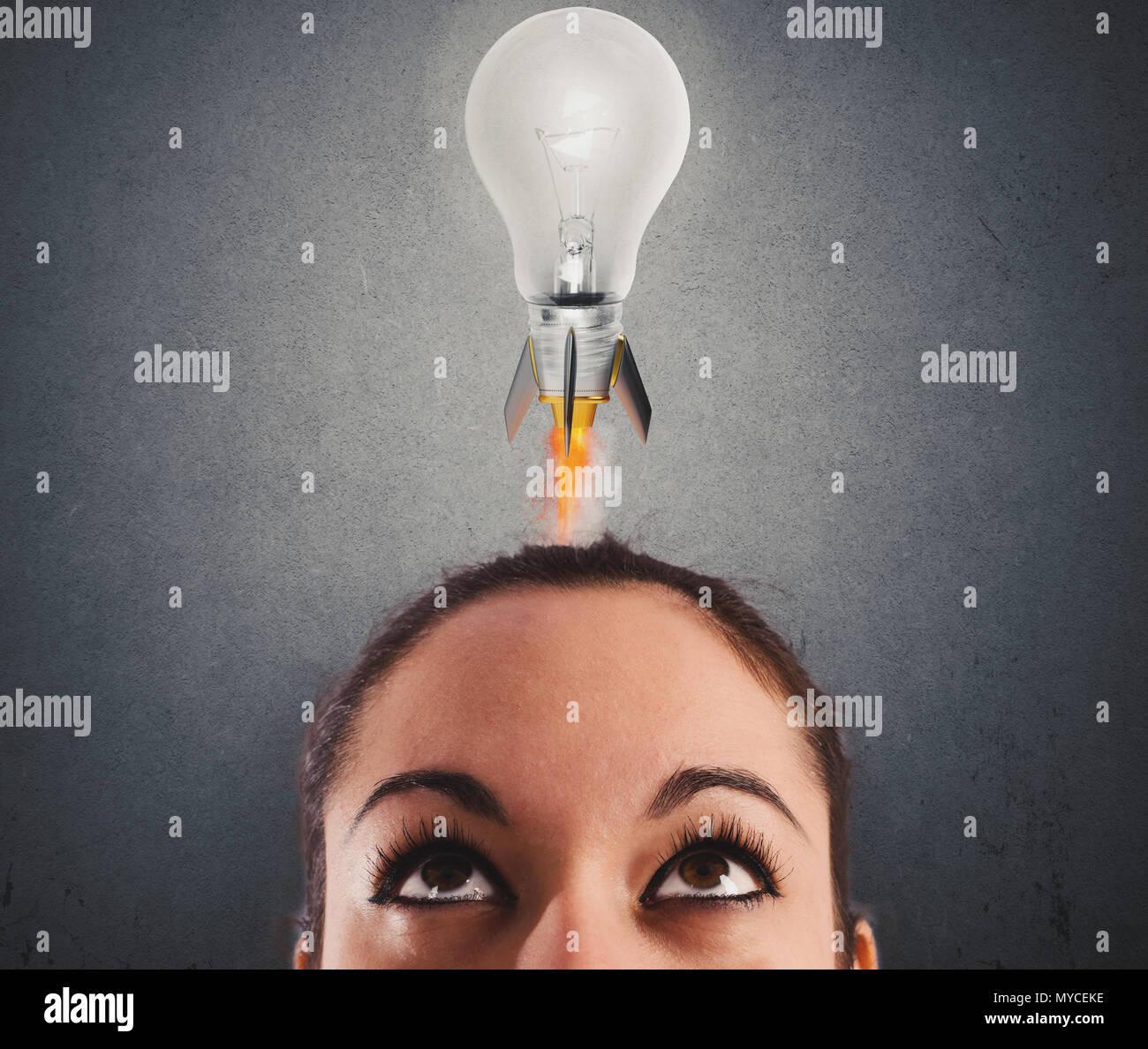 Schnelle Glühbirne wie eine Rakete bereit zu fliegen. Konzept der neuen super Idee Stockbild