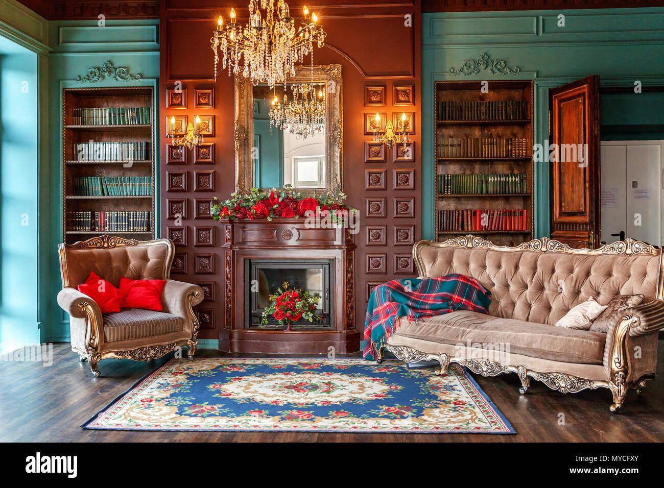 Luxus klassisches Interieur home Bibliothek. Wohnzimmer mit ...