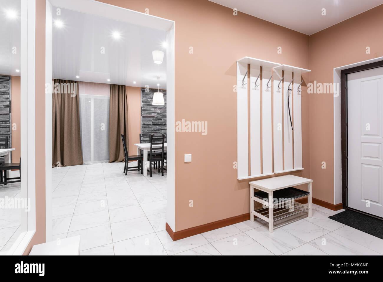 Incroyable Moderner Minimalismus Style Salon Interieur. Einfache Und Kostengünstige  Wohnzimmer Mit Küche. Innenbeleuchtung Abend
