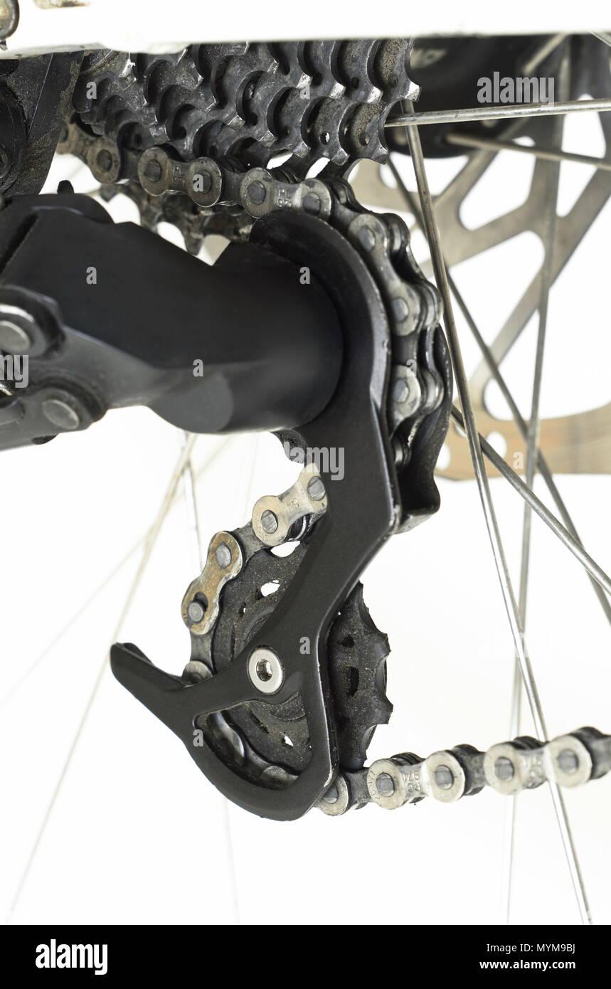 Fahrrad hinten Zahnrad Komponenten. Schwarz und Silber vor weißem Hintergrund Stockfoto