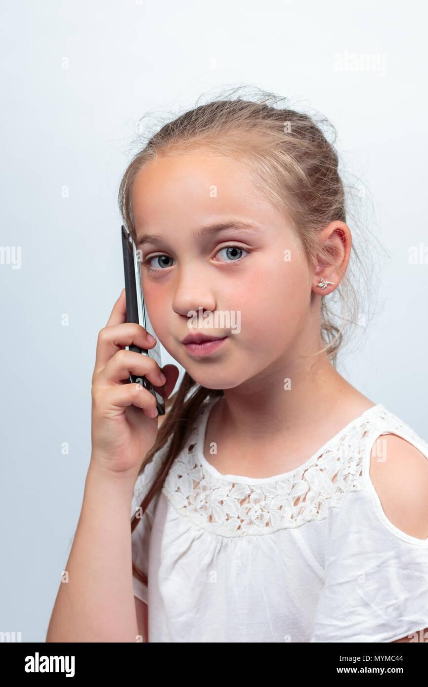 Das Porträt Einer Hübschen Jungen Kaukasischen Mädchen 10 Jahre Alt