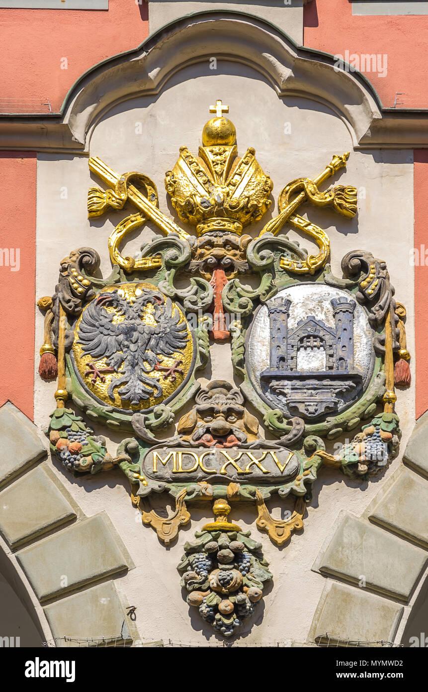 Wappen am Alten Theater (Altes Theater) in Ravensburg, Baden-Württemberg, Oberschwaben, Deutschland. Stockbild