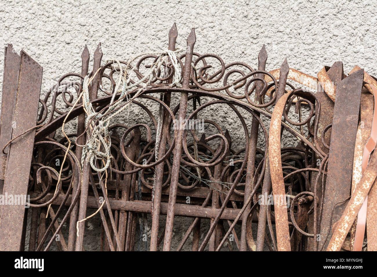 Geschmiedeter Zaun Stockfotos Und Bilder Kaufen Alamy