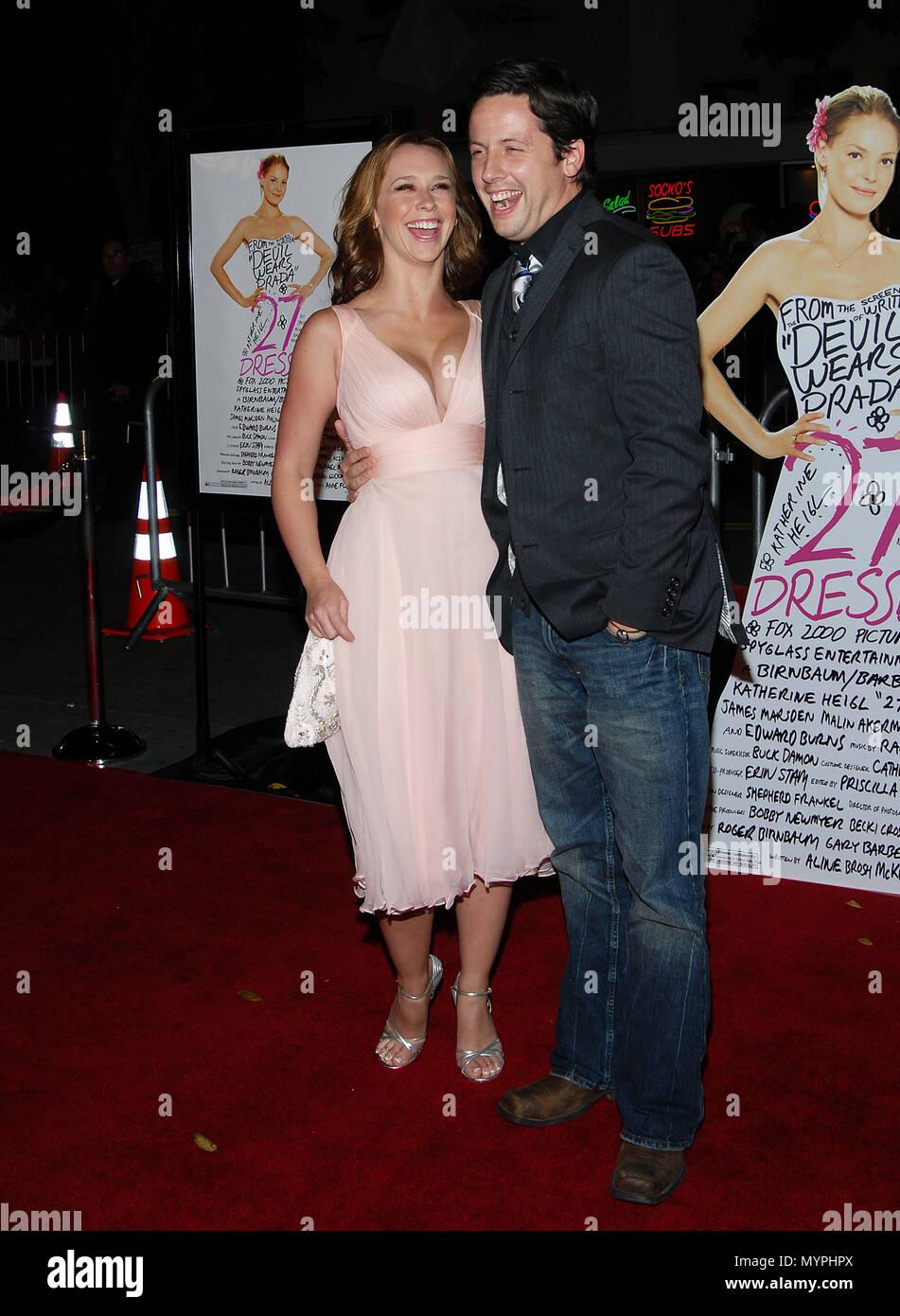 Jennifer Love Hewitt und verlobten Ross McCall am 27 Kleider ...