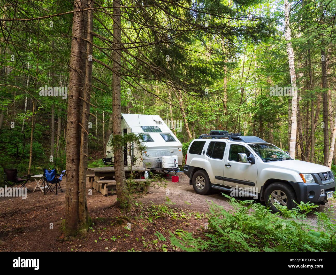 A-Frame Anhänger Camping an der Baie Eternite Campground, Fjord-du ...