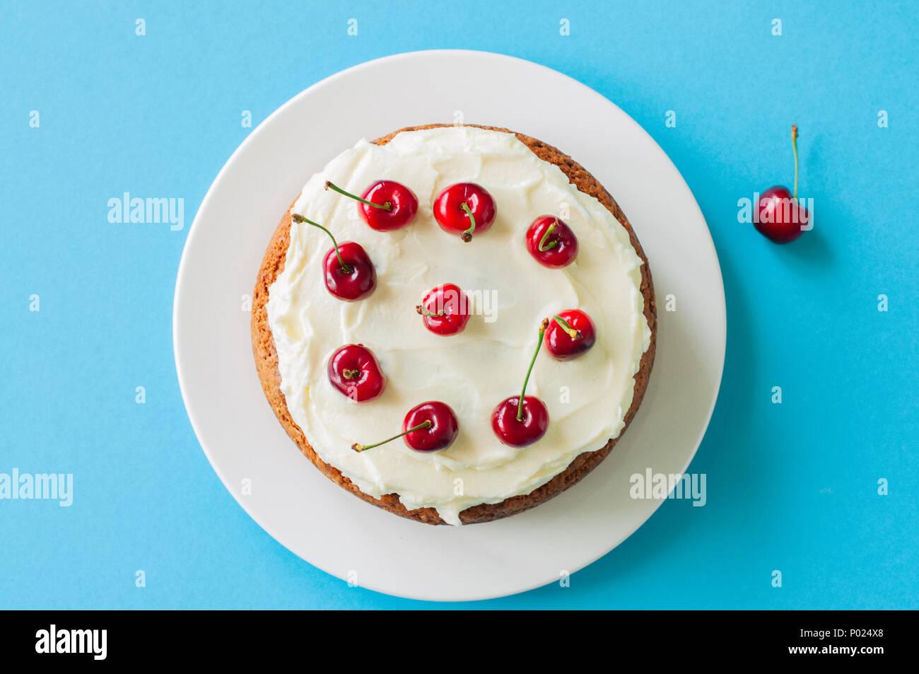 Hausgemachte Saure Sahne Torte Mit Frischkase Frosting Mit Frischen