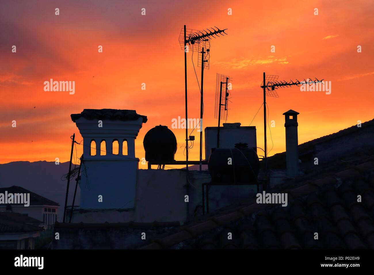 Sonnenuntergang Dach Silhouette, Griechenland Stockbild