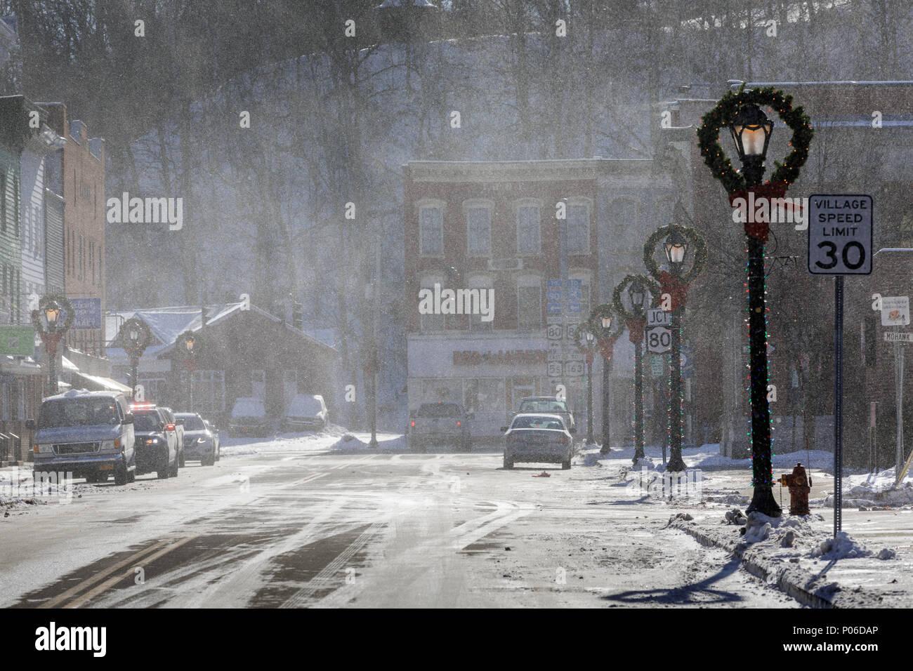 Winter Winde Peitsche durch das Dorf Fort, New York State. Stockbild
