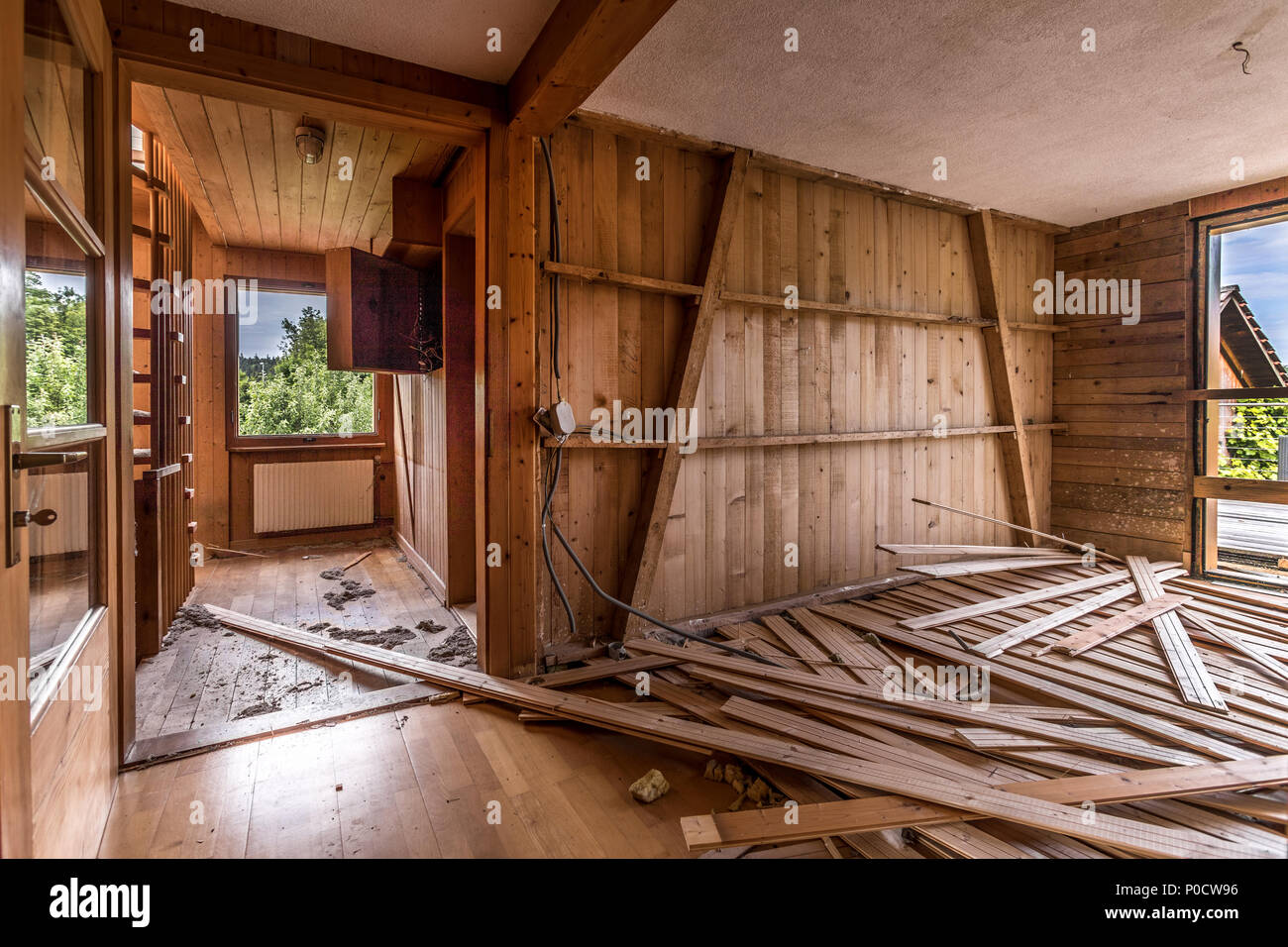Bekannt Ein Zimmer mit Holz verkleidet in einem Haus, das abgerissen XA28