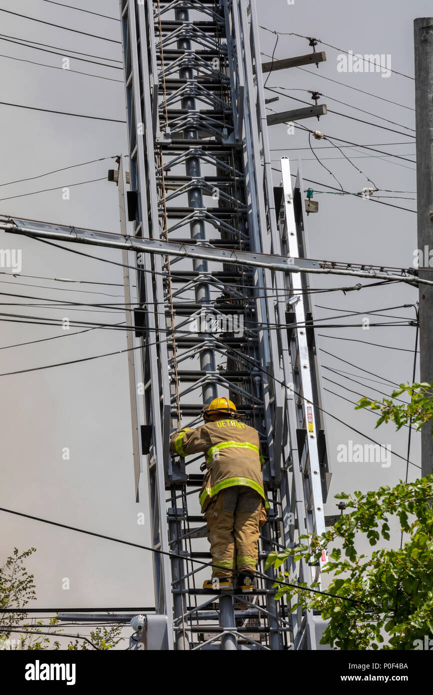 Dangerous Electrical Wires Stockfotos & Dangerous Electrical Wires ...