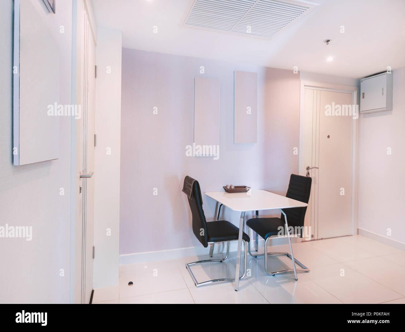 Moderne Weisse Kuche Zimmer Inneneinrichtung Mobel Mit Esstisch Mit