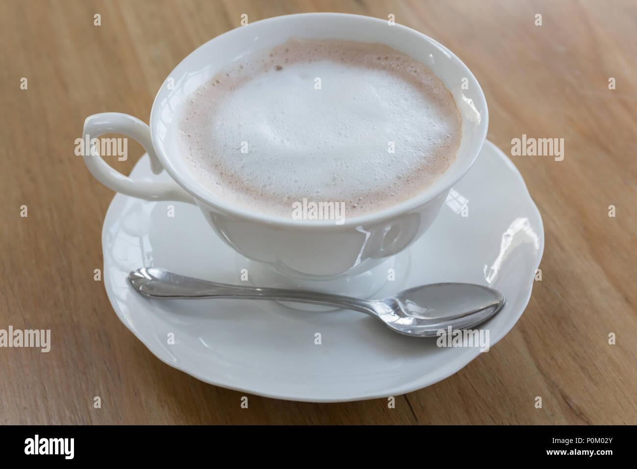 Frischen Kaffee In Der Weißen Schale Auf Holztisch Guten
