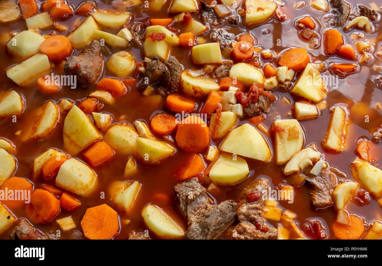 Ungarisches Rindergulasch Kochen Zutaten Paprika Rind Karotten
